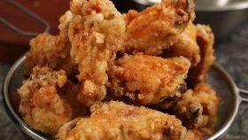 Ali di pollo fritte in salsa d'aceto