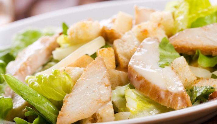 Insalata di pollo e formaggio