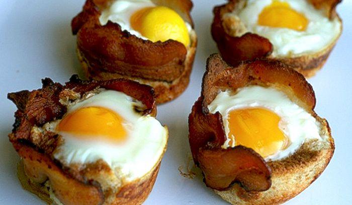 Crostini alle uova con bacon