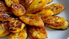 Grilled plantains with mojo