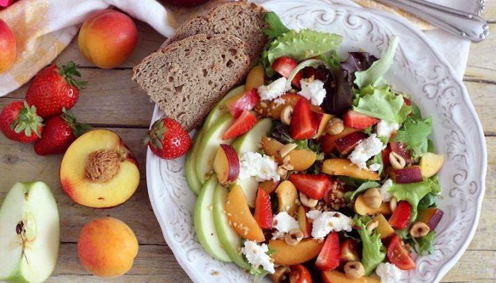Insalata di frutta fresca e secca
