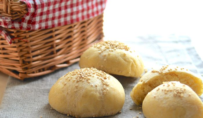 Panini di mais al formaggio e pancetta affumicata