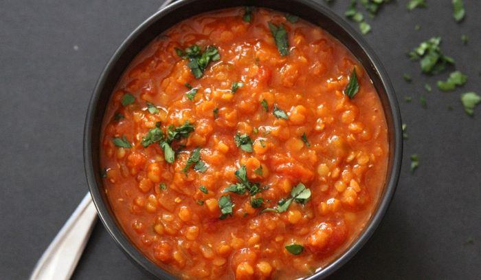 Minestra di lenticchie rosse e verdura