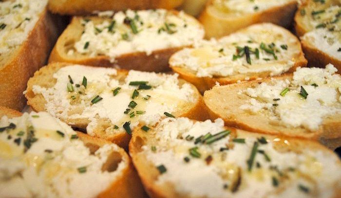 Canapes caldi al formaggio