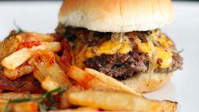 Cheesburger, fatto in casa è più sano e davvero gustoso