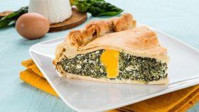 La torta con spinaci, ricotta e uova che diventeranno sode