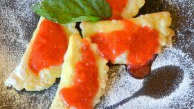 Tortelli dolci con salsa di fragole