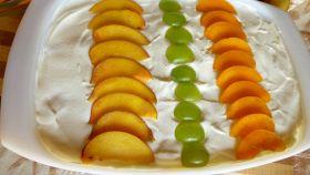 Dessert di yogurt alla frutta
