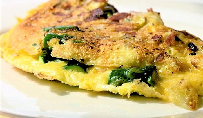 Frittata saporita con punte di asparagi e prosciutto cotto