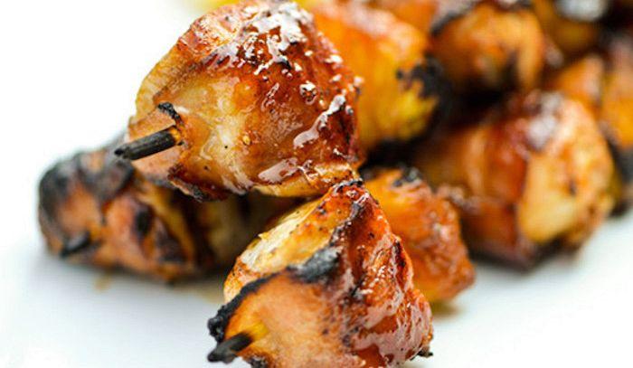 Spiedini misti di pollo e salsiccia