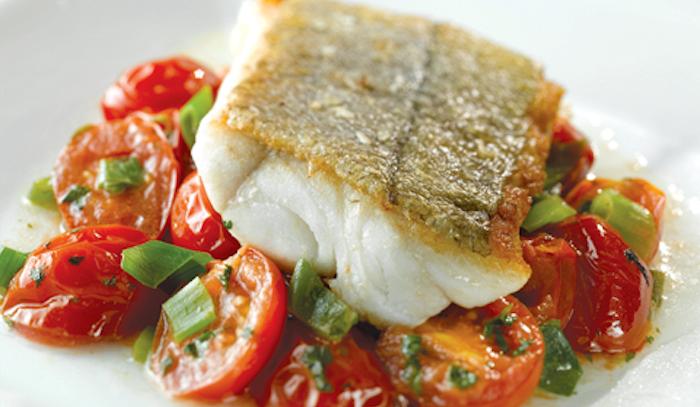 Tranci di pesce con pomodoro al forno