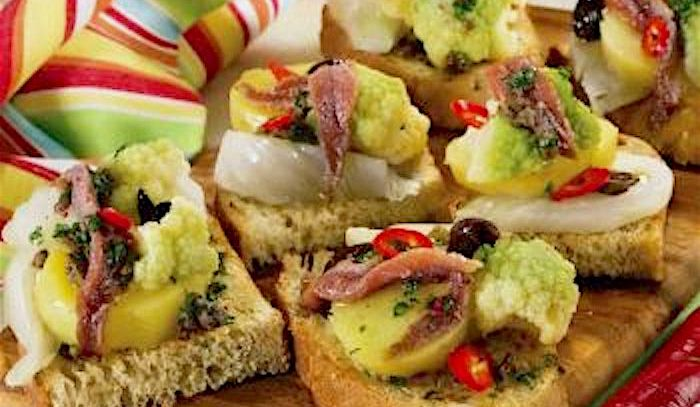 Bruschette verdure, acciughe e olive