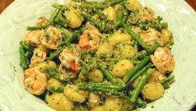 Gnocchi con asparagi e gamberetti