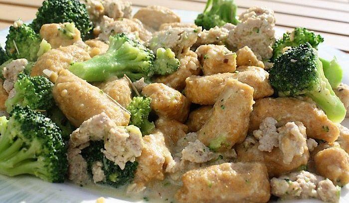 Gnocchi di pane e patate con broccoli
