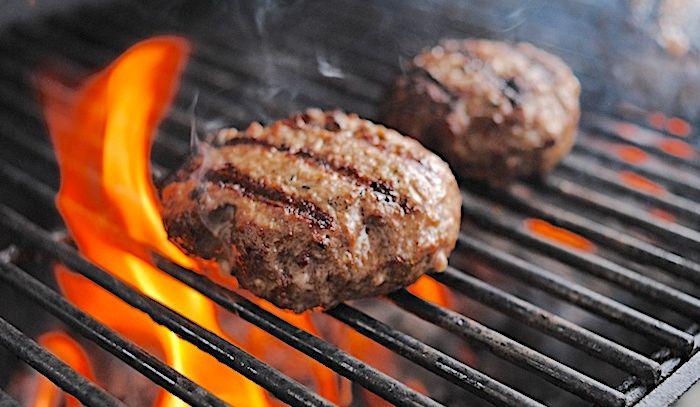 Hamburger farciti e grigliati