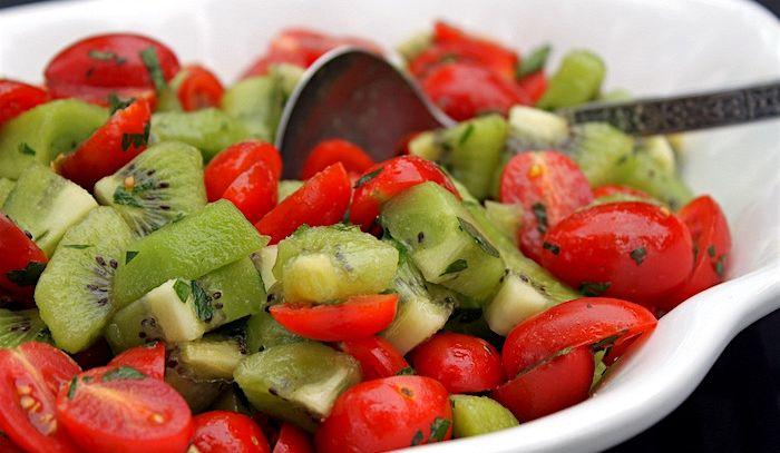 Insalata di Zespri™ Gold peperoni e pomodori