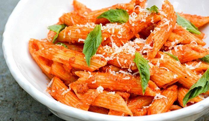 Maccheroni con salsa di peperoni