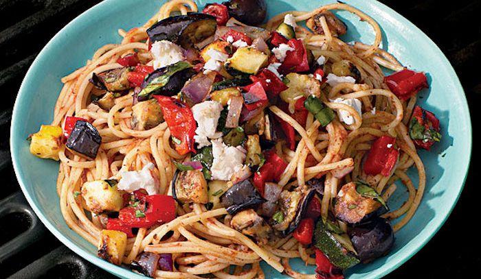 Spaghetti con ratatouille di verdure