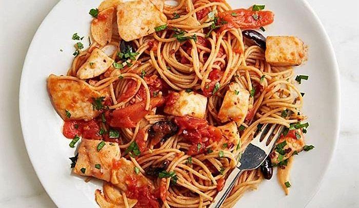 Spaghetti con sugo di pesce
