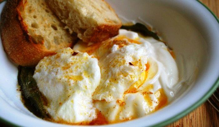 Uova in camicia allo yogurt