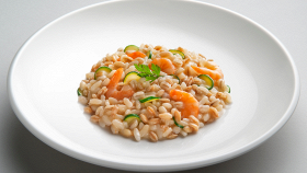 Insalata di cereali gamberi e zucchine