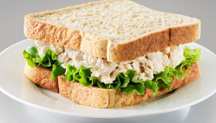 Sandwich con insalata di tonno