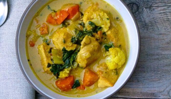 Spezzatino di pollo al curry con legumi