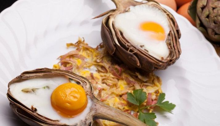 Uova nei carciofi
