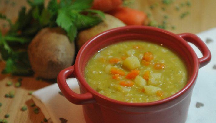 Zuppa di piselli secchi con verdure