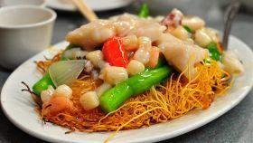 Chow mein ai frutti di mare
