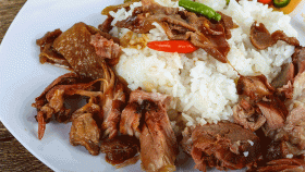 Costine di maiale con salsa di fagioli neri
