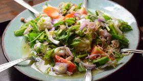 Insalata di frutti di mare con erbe