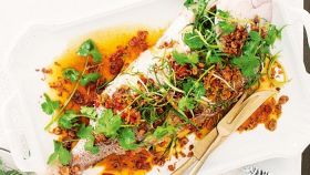 Pesce piccante al forno alla Thailandese