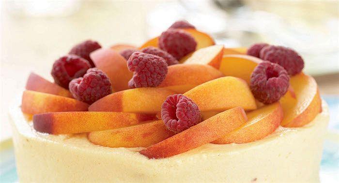 Semifreddo con macedonia di frutta