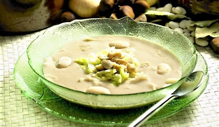 Zuppa di castagne pancetta e cavolo