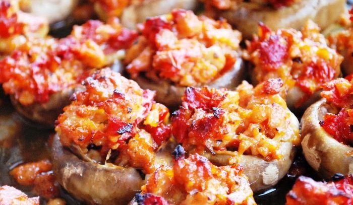 Funghi con pomodori