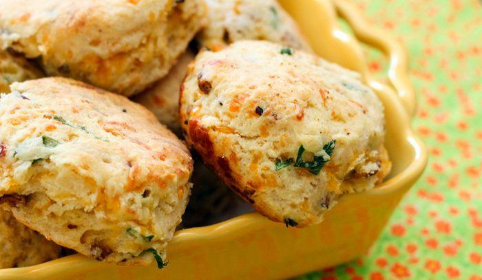 Biscotti con aglio e erba cipollina