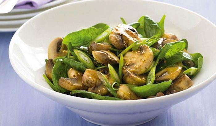 Prataioli e spinaci in insalata