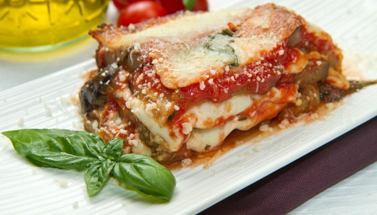 Ricetta Melanzane alla parmigiana al forno - Le Ricette di Buonissimo