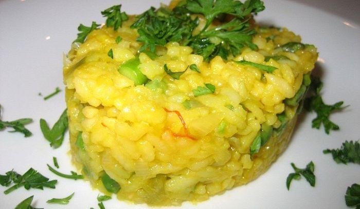 Risotto giallo ai formaggi con asparagi