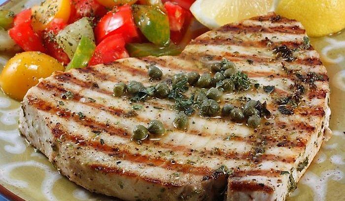 Pesce spada con acciughe e salsa di capperi