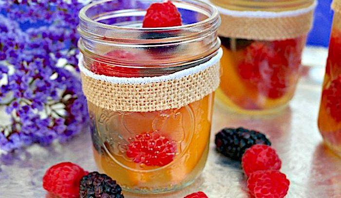 Coppa di frutta al vino