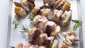 Spiedini di pesce con rosmarino e bacon
