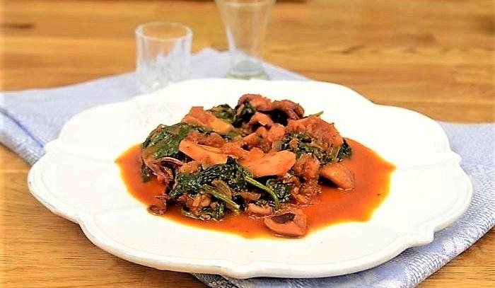 Seppie alla livornese con spinaci