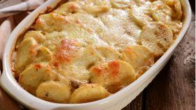 Patate e funghi al forno, un contorno vincente per la serata