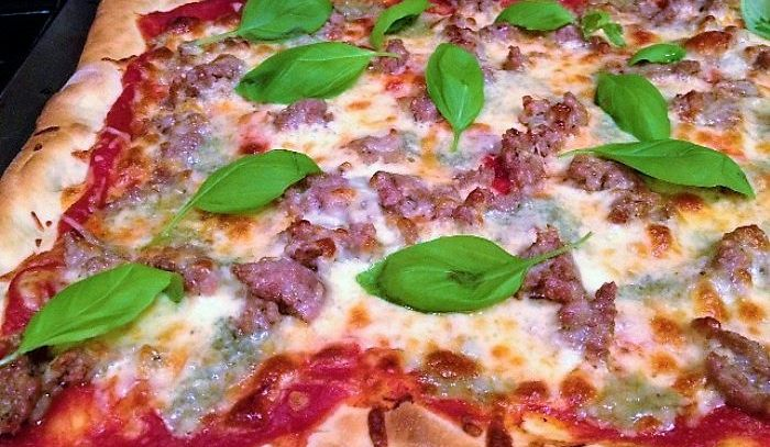 Pizza alla salsiccia
