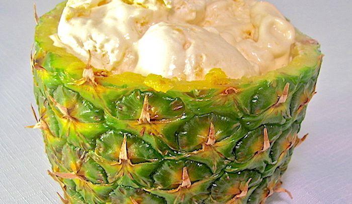 Ananas con crema chantilly