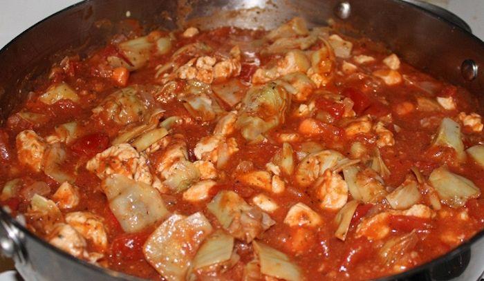 Carciofi con salsa di pomodoro