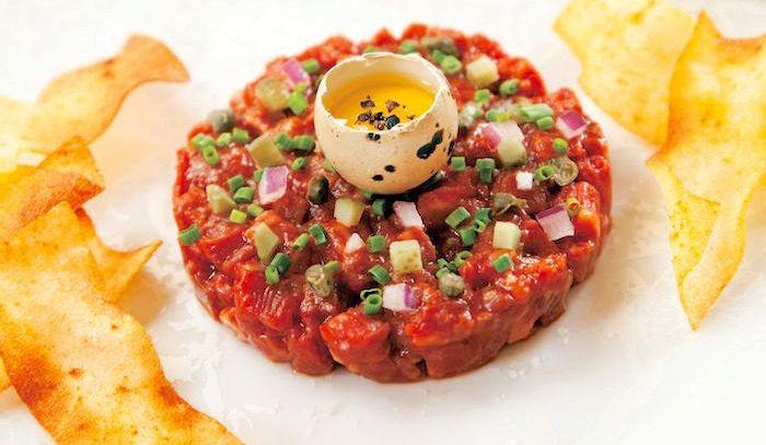 Carne con salsa d'uovo e capperi