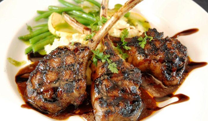 Ricetta Costolette di agnello alla griglia con erbe aromatiche - Le Ricette di Buonissimo